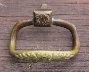 Seltener verzierter Ziehgriff um 1820