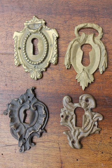 historische kleinteile vier fr he reproduktionen von barocken schl sselschildern online kaufen. Black Bedroom Furniture Sets. Home Design Ideas