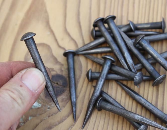 Konvolut alte Eisennägel mit Rundkopf, 5,5 cm