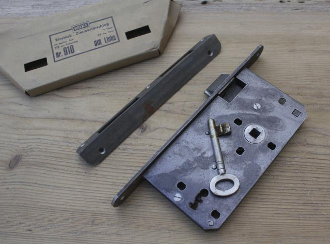 Altes Einsteckschloss für links angeschlagene Tür aus Schreinereiauflösung