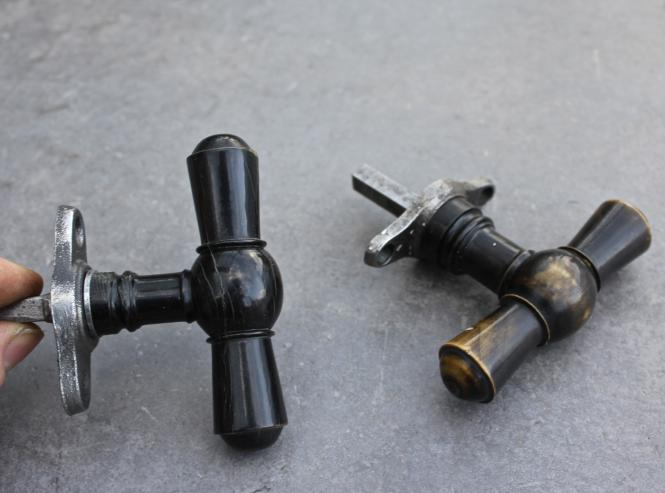 Gründerzeitolive mit Horngriff