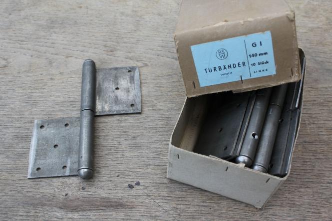 Alte Fitschenbänder für links angeschlagene Türen