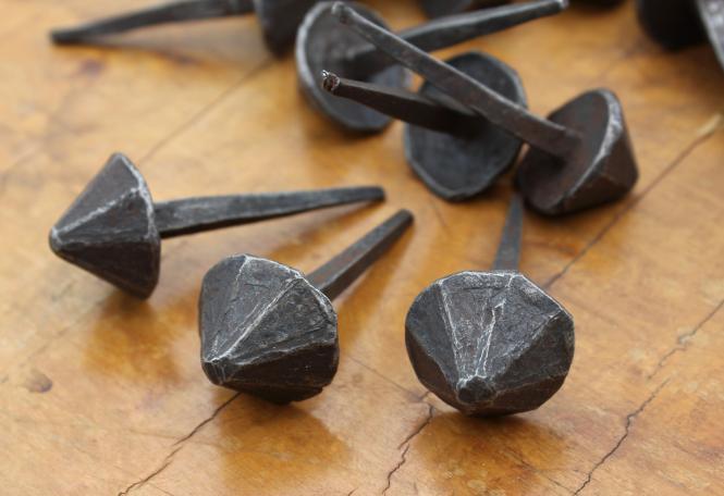 Hütchennägel, seltene alte Ziernägel